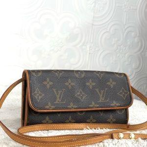 🌸OFFERS?🌸💯%Auth Louis Vuitton MonogramCrossbody